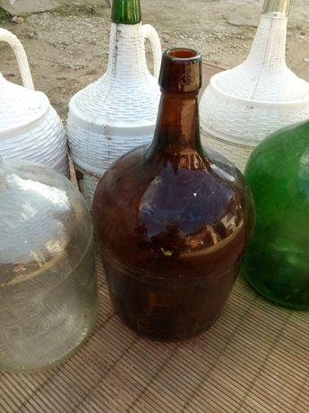 Garrafões de vinho