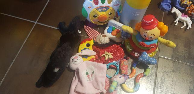Zabawki, grzechotki, termos Chicco dla małego dziecka