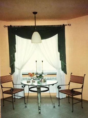Stół z krzesłami metaloplastyka