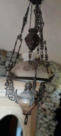 Stara lampa naftowa wisząca