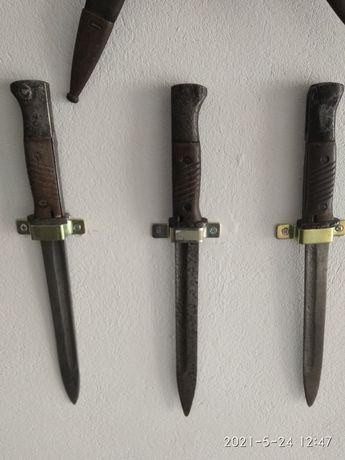 Trzy oryginalne bagnety niemieckie Mauser bez pochwy.