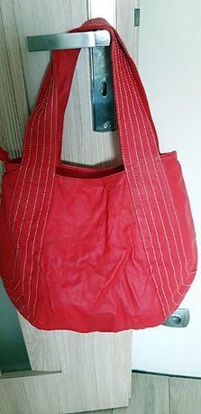 czerwona toba Carry