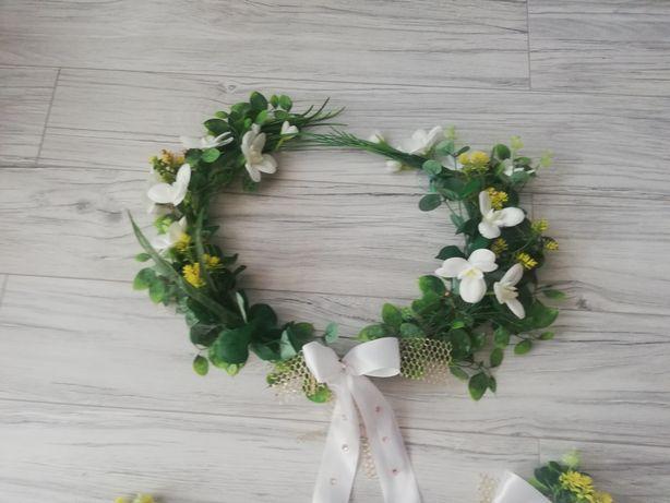 Dekoracja ślubna na auto wianek sztuszne kwiaty