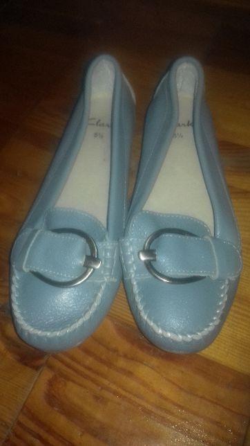 Новые кожаные туфли нежно голубого цвета , размера 5,5 , Clarcs/