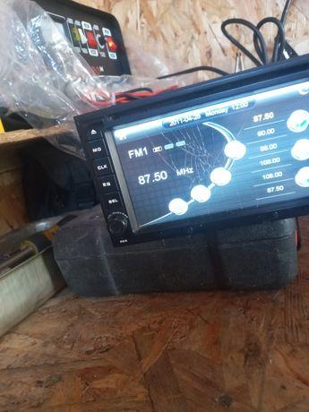 Авто магнитола  оригинал треснут экран всё работает звук бомба пломбы
