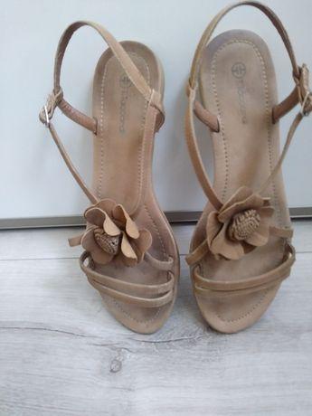 Sandały beżowe z kwiatkiem 41