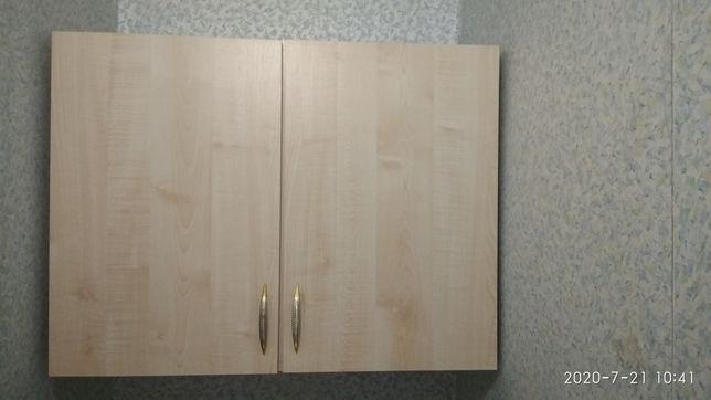Навесной шкаф  и металлическая этажерка