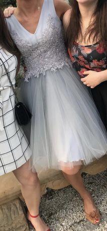 Piekna sukienka ala chichi london rozm. 36 S, szaro srebrna