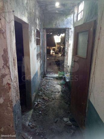 Moradia T3 para recuperar em Olhalvo (Alenquer)