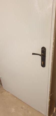 Сірі металеві двері 194 на 90 см із замком