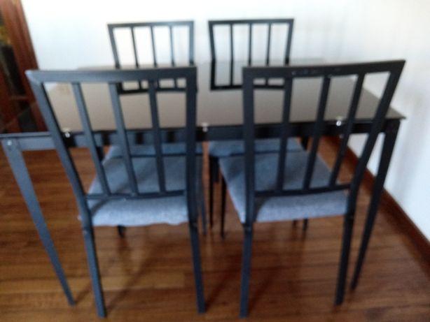 Mesa e 4 cadeiras vendo