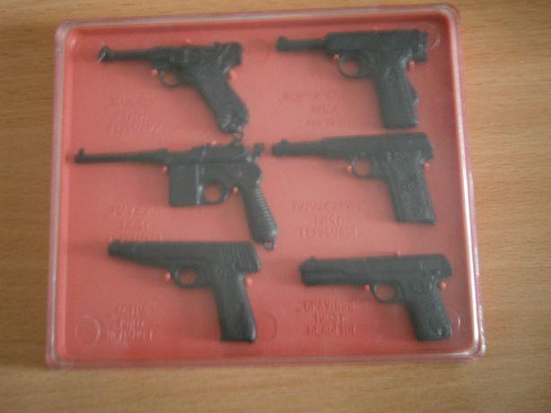 Набор моделей пистолетов, пр-во СССР.