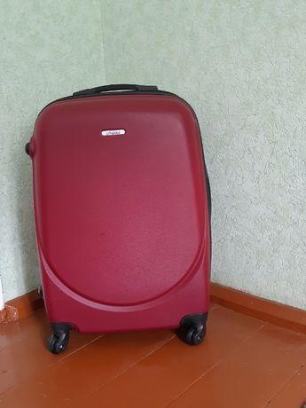 Продам новый чемодан