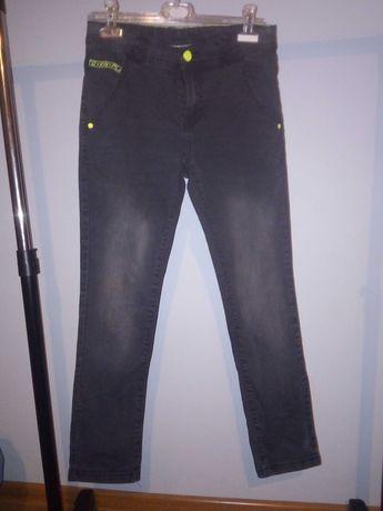 R 146 Spodnie dla chłopca.