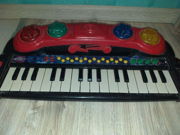 Продам музыкальное пианино.