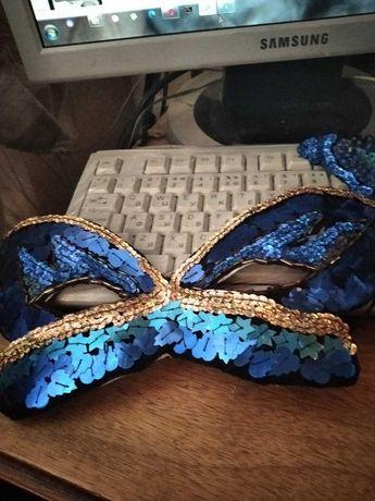 маска и броши карнавальные