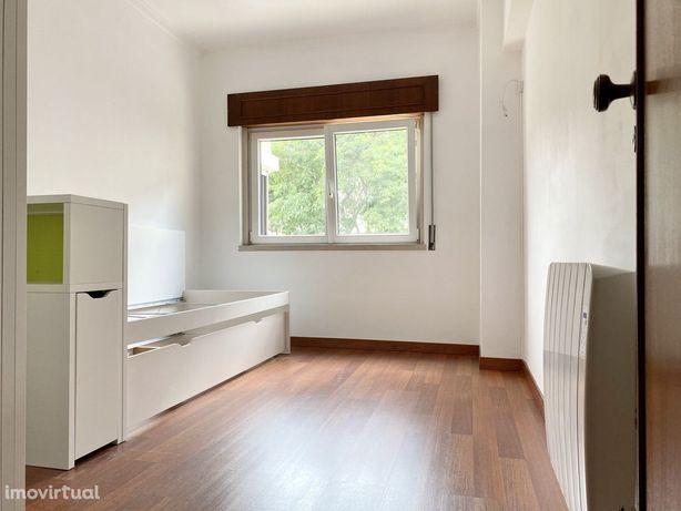 Apartamento T2 Remodelado e Equipado, Infantado