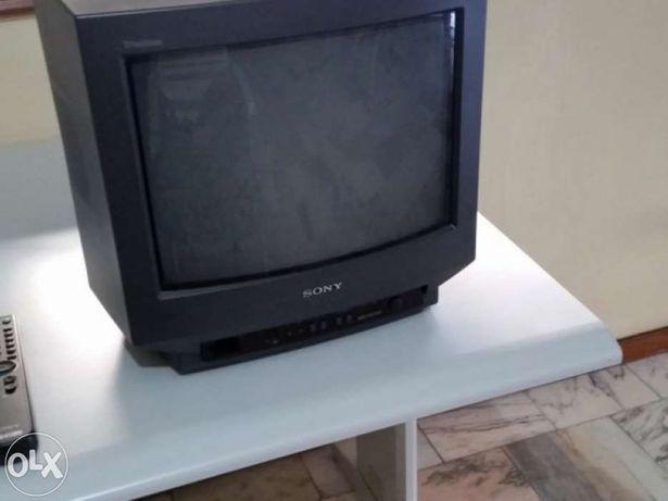 Televisor Sony a cores, model no. kv-14t1e em excelente estado.