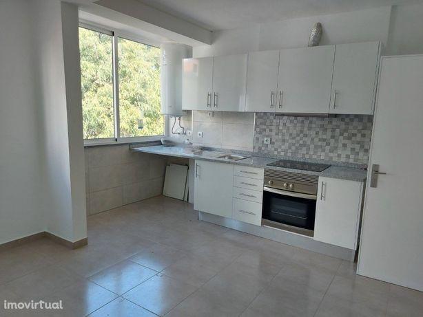 Apartamento T3 | Remodelado | Varanda