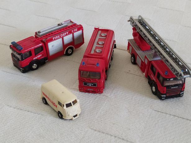 4 veículos Bombeiros
