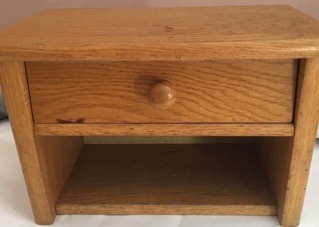 Mała wisząca półka