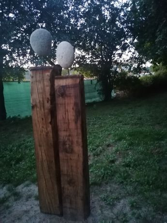 Escultura em madeira e pedra