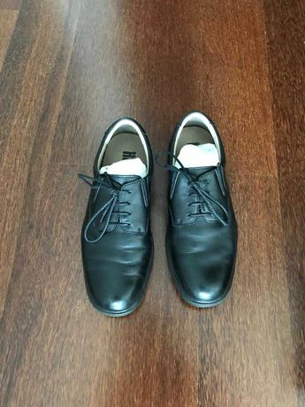 Sapatos classicos pouco usados (42)