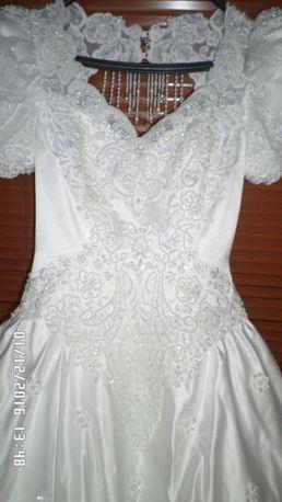 Весільна сукня зі шлейфом, німецька. Торг!