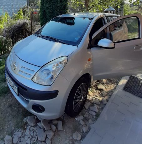 Продам машину Nissan Pixo