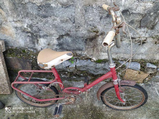 Bicicleta antiga de criança