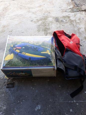 Vendo barco  de 2.48 cm por 1.27 cm novo na caixa