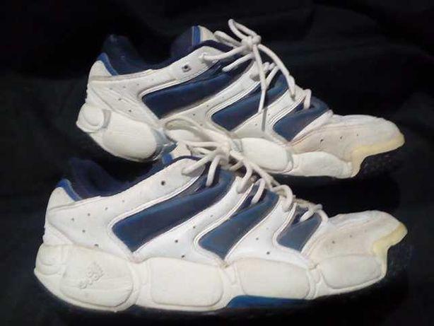 Срочно продаю кожаные кроссовки Adidas Torsion