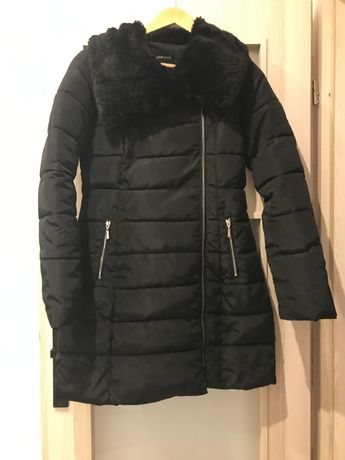 Czarny płaszcz zimowy
