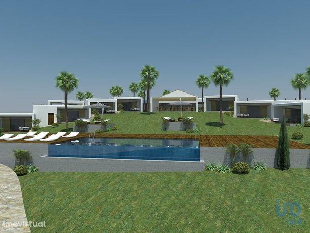 Moradia - 930 m² - T12