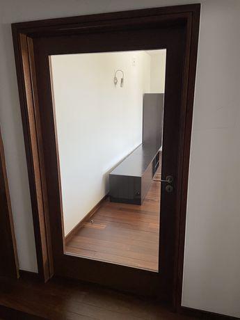 Porta interior de sala em Sucupira