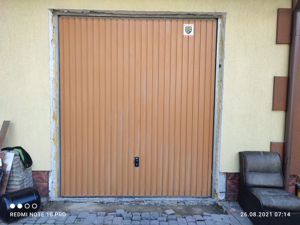 Brama uchylna Nomrsztal wym.290x250,okno