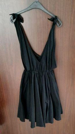 Czarna sukienka wiązane ramiączka głęboki dekolt mega kobieca UNI