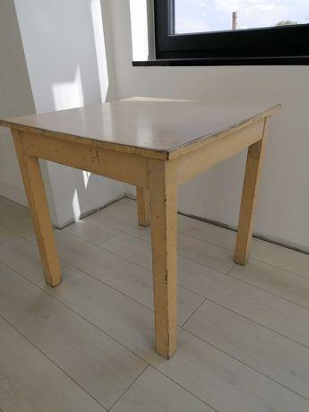 Stół o wymiarach 75 na 75