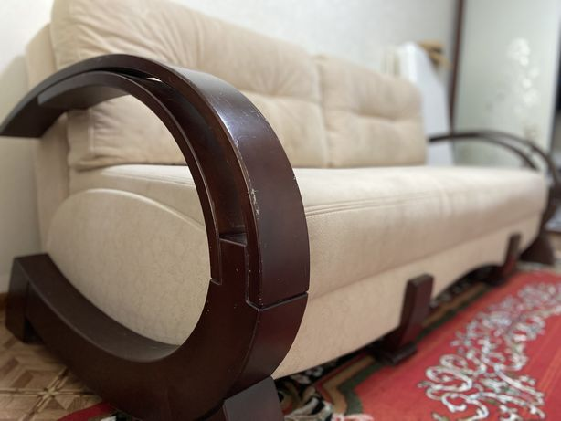 Продам диван в комнату