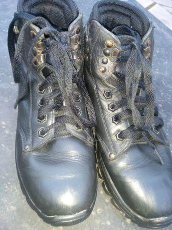 Продам,зимние ботинки Мида 39 размер на подростка.