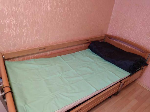 Łóżko rehabilitacyjne dla osoby leżącej z dwoma materacami