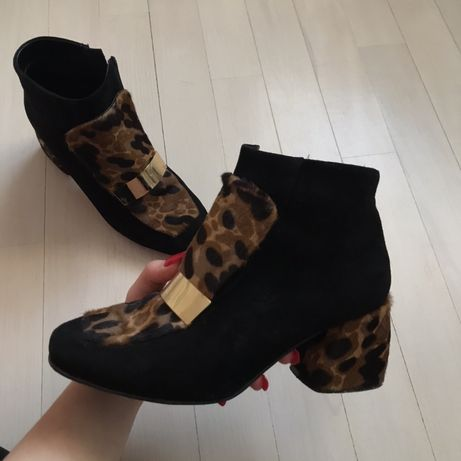 Взуття (чобітки )
