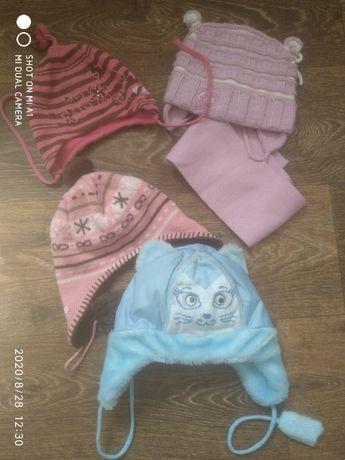 Демисезонная шапка шапочка для девочки на 2-4 года.