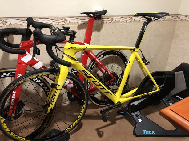 2 bicicletas e uns rolos tacks neo smart