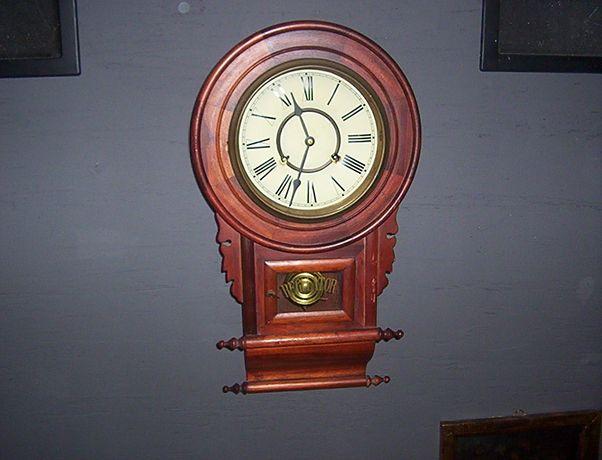 Stary sprawny zegar mechaniczny