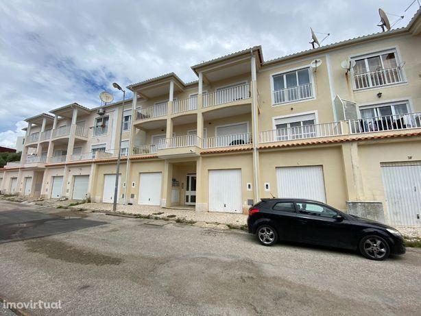 Apartamento T2 com Logradouro e Garagem Box - Sesimbra