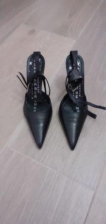 Sapatos pretos sra.