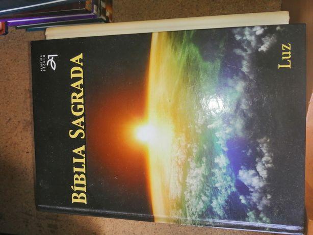 Bíblia sagrada usada
