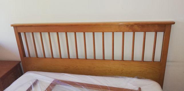 Cabeceira de cama em pinho mel maciço