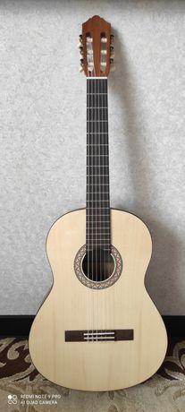 Терміново!!!Продам гітару Yamaha C40+ чохол